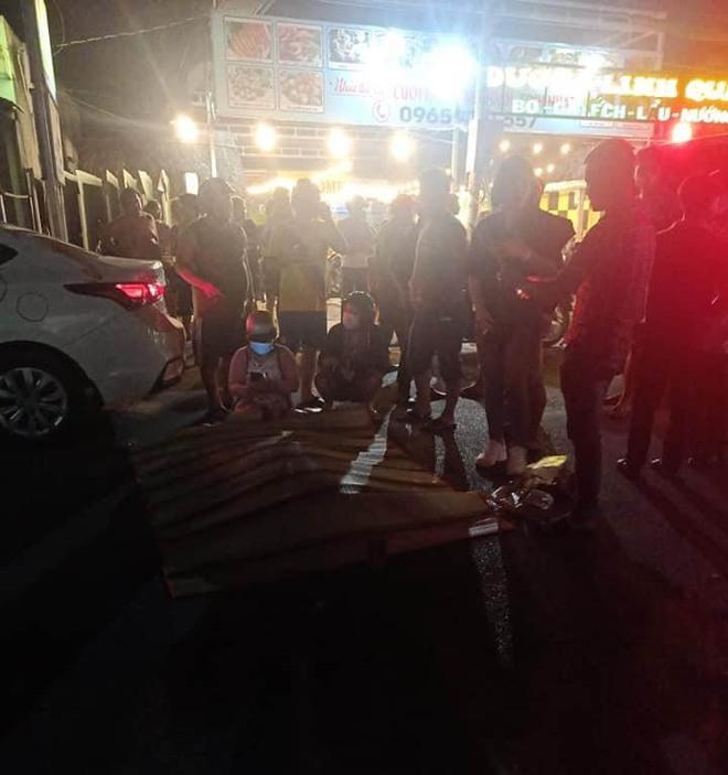 Công an thông tin vụ thanh niên sát hại bạn gái rồi tông vào xe ô tô tự sát ở Sài Gòn - Ảnh 1.
