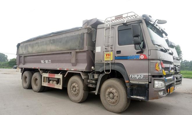 Tài xế xe quá tải gần 150% 'câu giờ' gọi điện cầu cứu khi bị xử lý - Ảnh 2.