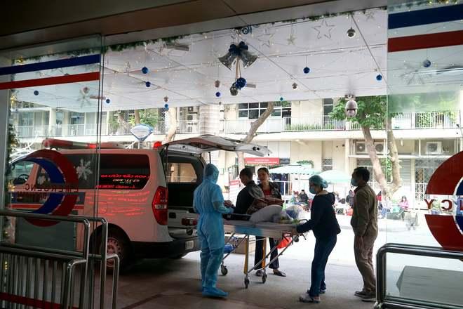 Lãnh đạo Bệnh viện Bạch Mai: Dịch vụ đang tốt dần lên nhưng tất cả búa rìu đều Giáo sư Nguyễn Quang Tuấn phải chịu - Ảnh 3.