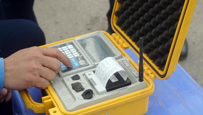 Tài xế xe quá tải gần 150% 'câu giờ' gọi điện cầu cứu khi bị xử lý - Ảnh 13.