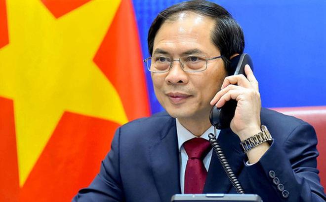 Hai Ngoại trưởng Việt Nam và Trung Quốc điện đàm, trao đổi thẳng thắn về vấn đề trên biển