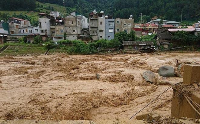 Lũ ống bất ngờ ập đến trong đêm ở Lào Cai khiến 2 người chết, 1 người mất tích