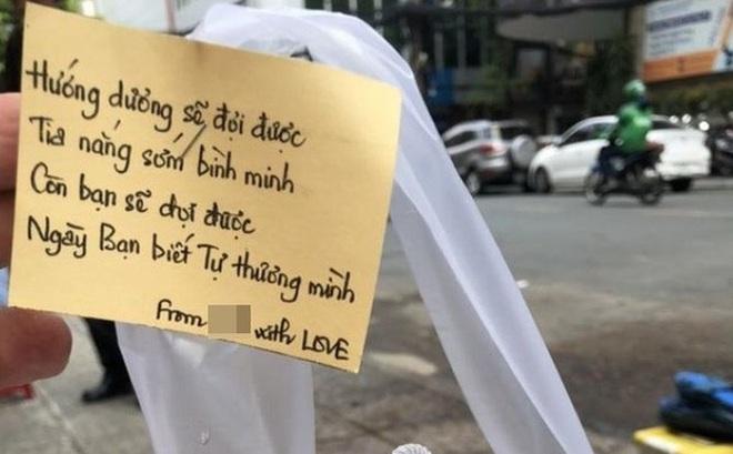 """Chiêu PR """"cao tay"""" của quán take away Sài Gòn: Mỗi ly cà phê đính kèm một lời chúc viết tay"""