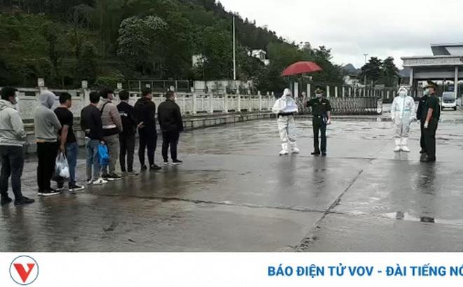 Cao Bằngtrao trả 10 công dân Trung Quốc nhập cảnh trái phép vào Việt Nam