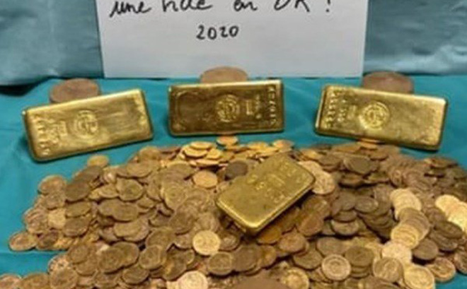 Tìm thấy kho báu toàn vàng thỏi, tiền vàng tại căn nhà bỏ hoang