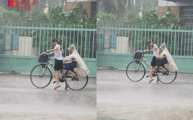 Hình ảnh chị gái vật lộn đèo em giữa trời mưa khiến người đi đường xúc động