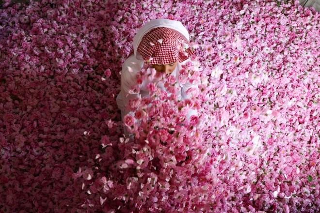 7 ngày qua ảnh: Mọi người tận hưởng lễ hội té nước ở Trung Quốc - Ảnh 1.