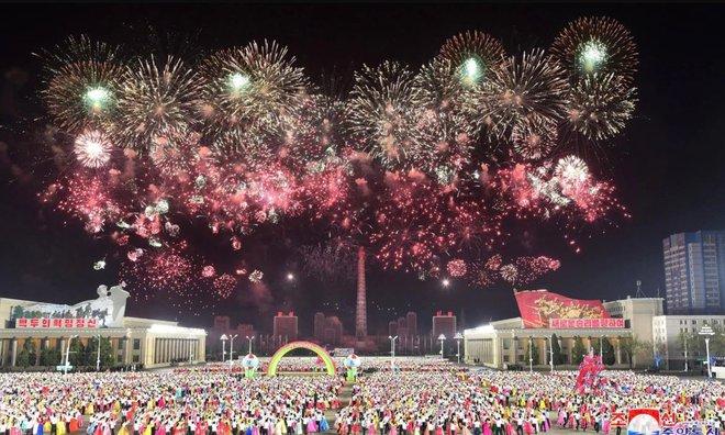 7 ngày qua ảnh: Mọi người tận hưởng lễ hội té nước ở Trung Quốc - Ảnh 2.