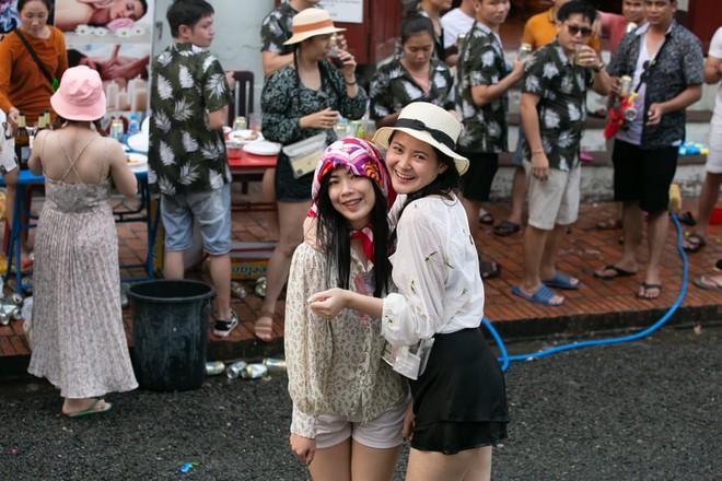 7 ngày qua ảnh: Mọi người tận hưởng lễ hội té nước ở Trung Quốc - Ảnh 5.