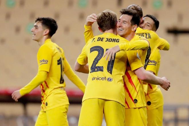 Chạy 70 mét để lập siêu phẩm, Messi cùng Barcelona giành ngôi vô địch đầy thuyết phục - Ảnh 4.