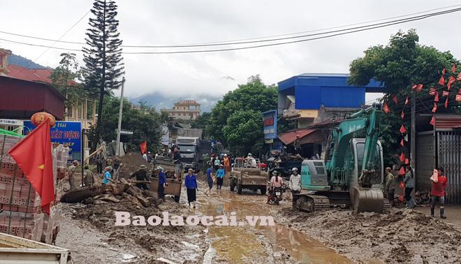 Lũ ống kinh hoàng làm 3 người tử vong ở Lào Cai: Cả nhà đang ngủ say giấc thì thấy mặt đất rung chuyển - Ảnh 2.