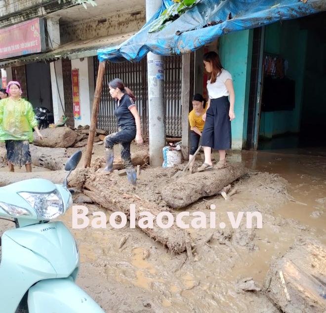 Lũ ống kinh hoàng làm 3 người tử vong ở Lào Cai: Cả nhà đang ngủ say giấc thì thấy mặt đất rung chuyển - Ảnh 1.