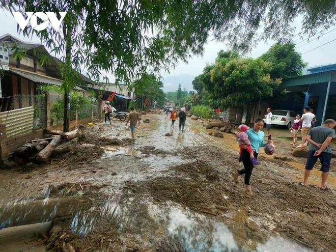 Lũ ống kinh hoàng làm 3 người tử vong ở Lào Cai: Cả nhà đang ngủ say giấc thì thấy mặt đất rung chuyển - Ảnh 4.