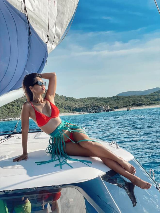Siêu mẫu Hà Anh diện bikini, tạo dáng gợi cảm bên chồng Tây - Ảnh 7.