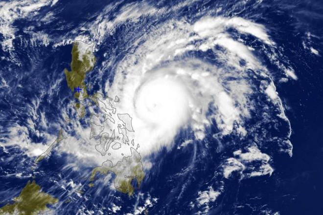 Siêu bão Surigae áp sát biển Đông bùng nổ với những kỷ lục đáng sợ: Tiên tri đanh thép cho mùa bão dữ dội năm 2021 - Ảnh 1.