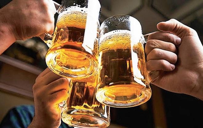 Thanh niên 27 tuổi uống 12 chai bia, tỉnh dậy tay bị liệt: Hậu quả sau đó còn đáng sợ hơn - Ảnh 2.