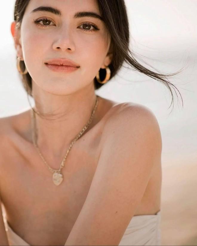 'Ma nữ đẹp nhất Thái Lan' tung loạt ảnh nóng bỏng ăn mừng 13 triệu người theo dõi - Ảnh 2.