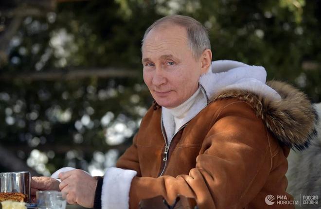 Ưa du lịch mạo hiểm, Tổng thống Putin nhiều lần bị cấm cản - Ảnh 1.