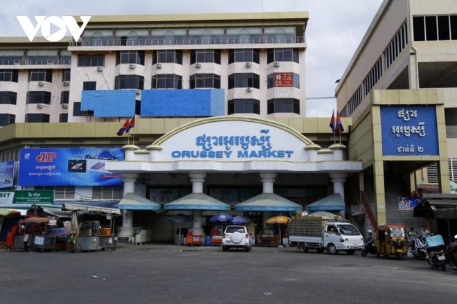 Số ca Covid-19 ở Campuchia lại phá kỷ lục, chính phủ hỗ trợ lương thực khẩn cấp - ảnh 2