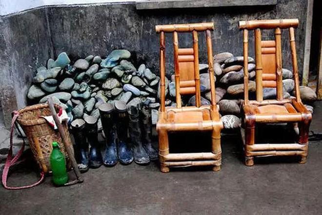 Ngôi làng kỳ lạ nơi chỉ cần nhặt vài cục đá cũng đủ mua xe, sửa nhà - Ảnh 3.