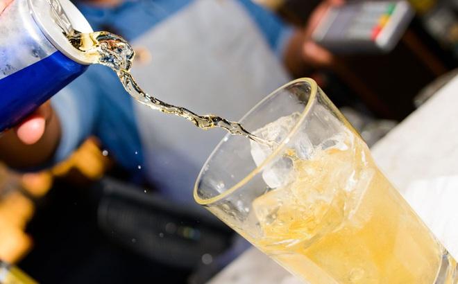 """Uống nước tăng lực liên tục, nam thanh niên 21 tuổi trải qua 58 ngày """"khủng khiếp"""", suýt mất mạng"""
