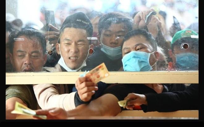 HLV Kiatisuk chia sẻ hình ảnh gây sốt của CĐV HAGL, fan Thái Lan vui mừng xen lẫn ngậm ngùi