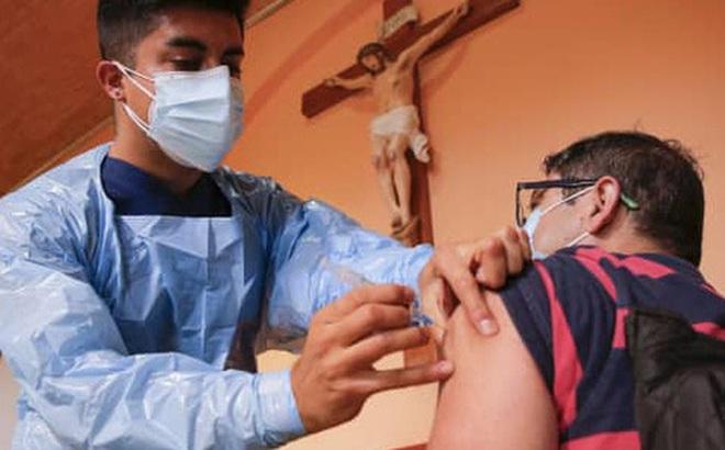 40% dân số được tiêm ít nhất 1 mũi vắc xin Covid-19, dịch vẫn bùng lên ở Chile và đây là lý do