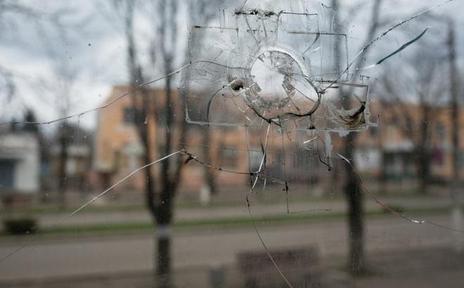 """Bom rơi xuống sân nhà xé toang cửa sổ, giết chết mèo cưng: Dân Ukraine nói """"Nga sẽ phải hối hận"""""""