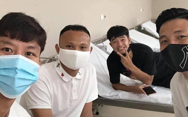 Dàn tuyển thủ Quốc gia 'vui ra mặt' trong ngày hội ngộ tiêm vaccine Covid-19 tại Hà Nội