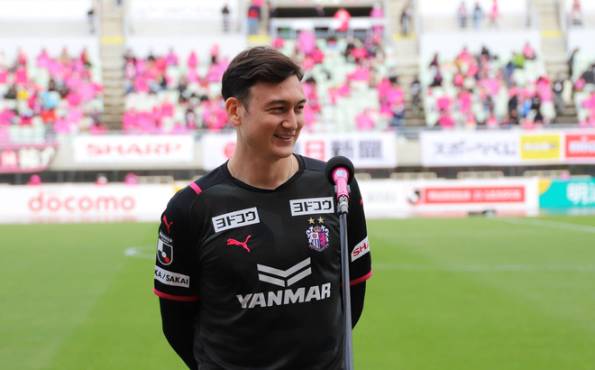 """Chưa ra sân dù chỉ một phút, Văn Lâm vẫn được báo Thái ví là """"thần may mắn"""" Cerezo Osaka"""