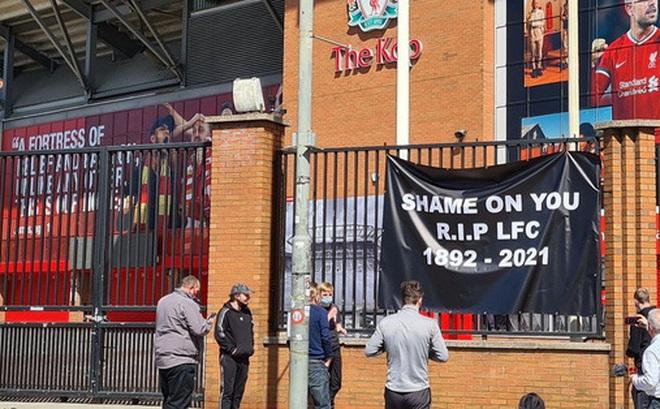 Biến căng ở Liverpool: Fan chúc đội nhà yên nghỉ vì gia nhập Super League