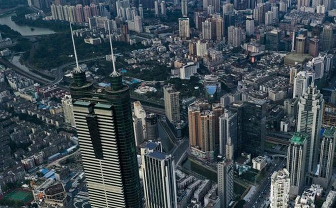 Mua nhà 'khó hơn lên trời' ở Thâm Quyến: Giá trung bình 8.428 USD/m2, 3.000 người xếp hàng từ nửa đêm tranh nhau mua 394 căn hộ