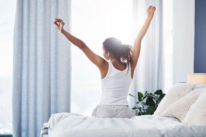 Bất ngờ với 7 thói quen xấu buổi sáng có thể phá hủy năng suất cả ngày của bạn - Ảnh 3.