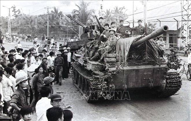 Thần tốc hành quân giải phóng Sài Gòn: Những cuộc gặp gỡ bất ngờ của kíp xe tăng 814 - Ảnh 6.