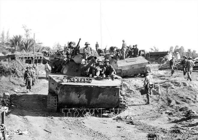 Thần tốc hành quân giải phóng Sài Gòn: Những cuộc gặp gỡ bất ngờ của kíp xe tăng 814 - Ảnh 4.