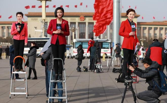 """Pháp tung bằng chứng Trung Quốc """"vẽ ra một nhà báo ma"""" để bảo vệ Tân Cương, Bắc Kinh phản ứng ra sao?"""