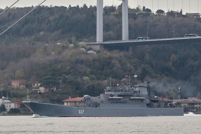 150.000 quân Nga dàn trận, tàu chiến ùn ùn đổ về Biển Đen: Tấn công đổ bộ Ukraine? - Ảnh 1.