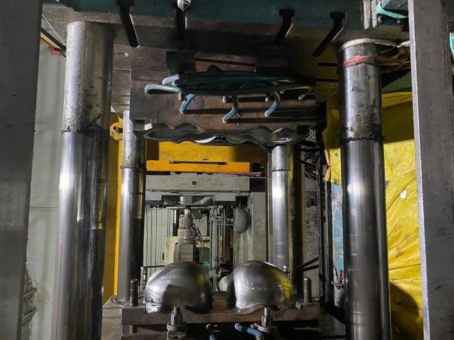 Khởi tố vụ án sản xuất buôn bán nón Sơn giả cực lớn ở Sài Gòn - Ảnh 2.
