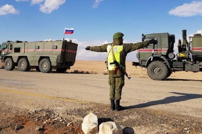 """Bất ngờ trực thăng Nga bị tấn công, thế trận Syria """"đảo chiều"""" phút chốc? - Ảnh 2."""