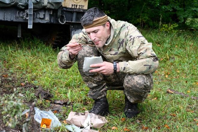 Quân Nga: Đạo quân nửa người-nửa máy của QĐ Ukraine thiếu đói trầm trọng, lấy gì đánh Donbass? - Ảnh 2.