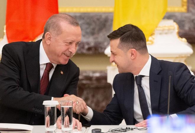 Thổ Nhĩ Kỳ ra tay dập thùng thuốc súng ở Donbass: Tình tiết hậu xung đột Nga-Gruzia tái diễn? - Ảnh 2.