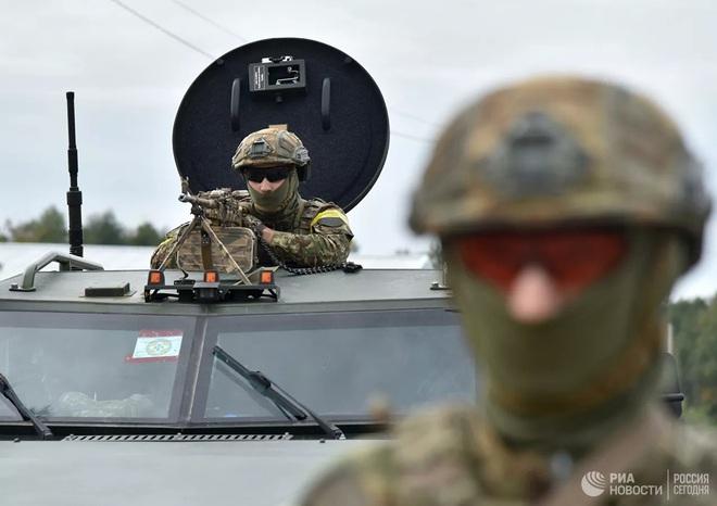 Phương Tây sẽ không bảo vệ Ukraine bằng các biện pháp quân sự - ảnh 1
