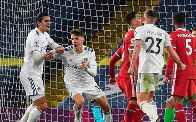 Hòa run rẩy Leeds, Liverpool lỡ cơ hội trở lại Top 4 Ngoại hạng