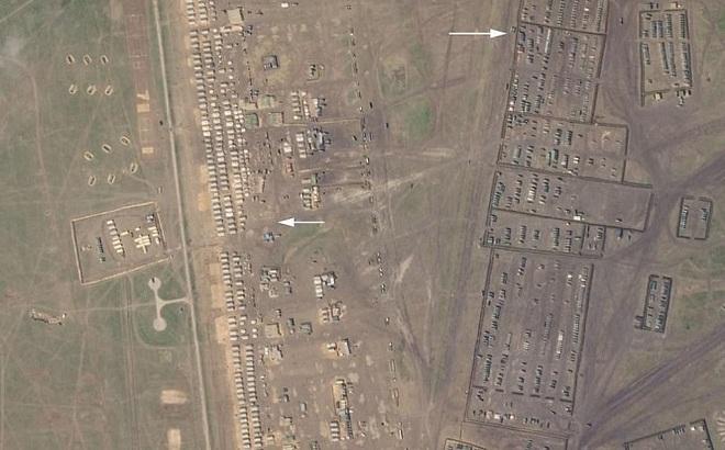 """Hé lộ căn cứ quân sự """"khủng"""" của Nga tập kết tới 1.000 xe quân sự"""