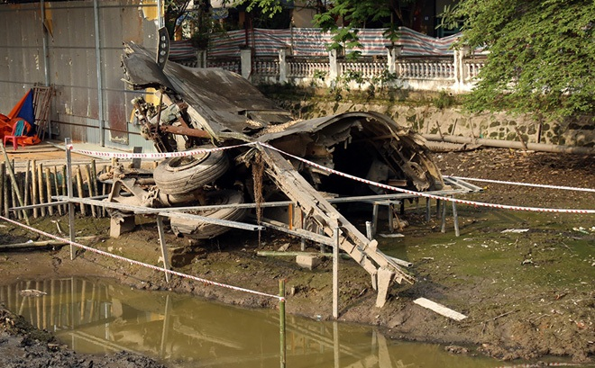 Cận cảnh tu sửa hồ chứa xác pháo đài bay B52 ở Hà Nội
