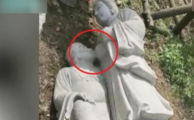 """Bức tượng nhạy cảm mẹ chồng nàng dâu khiến dư luận TQ """"dậy sóng"""""""