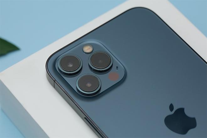 Giá điện thoại Vsmart bốc hơi cả triệu, iPhone 12 Pro Max khó bỏ qua trong dịp lễ - Ảnh 2.