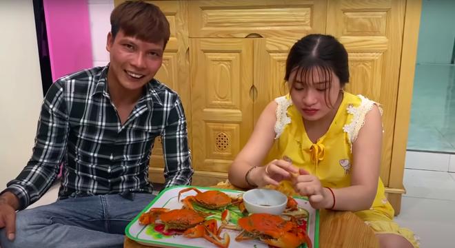 Youtuber Lộc phụ hồ: Vợ xinh nhắn tin làm quen trước, còn trả cho hết tiền khách sạn, đồ ăn - Ảnh 2.