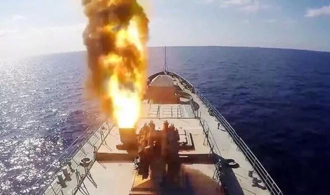 Tàu chiến Nga đồng loạt phóng tên lửa trên Biển Đen: Chiến sự Donbass, Ukraine nóng rực! - Ảnh 1.