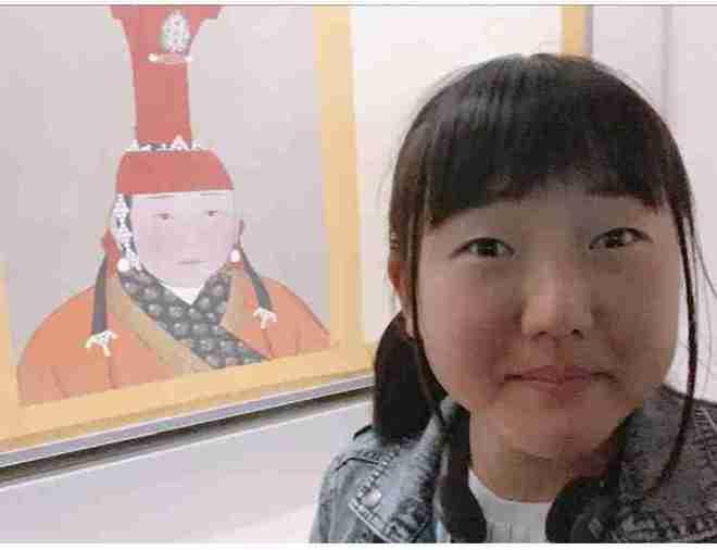 Cô gái Nhật Bản đến thăm Tử Cấm Thành, nhìn bức tranh trên tường giật mình: Đây không phải tôi sao? - Ảnh 1.